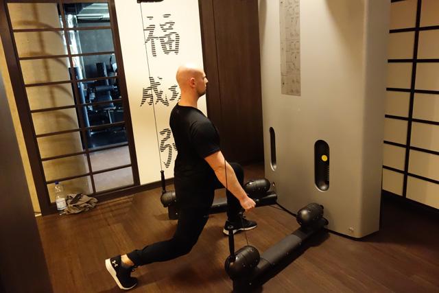 Ausfallschritt am Kinesis Turm - Po - Beinmuskulatur kräftigen